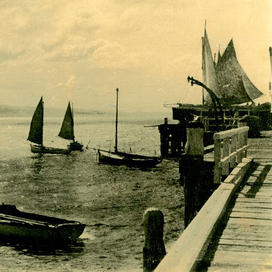 Lorne-Pier-History-and-Folklore